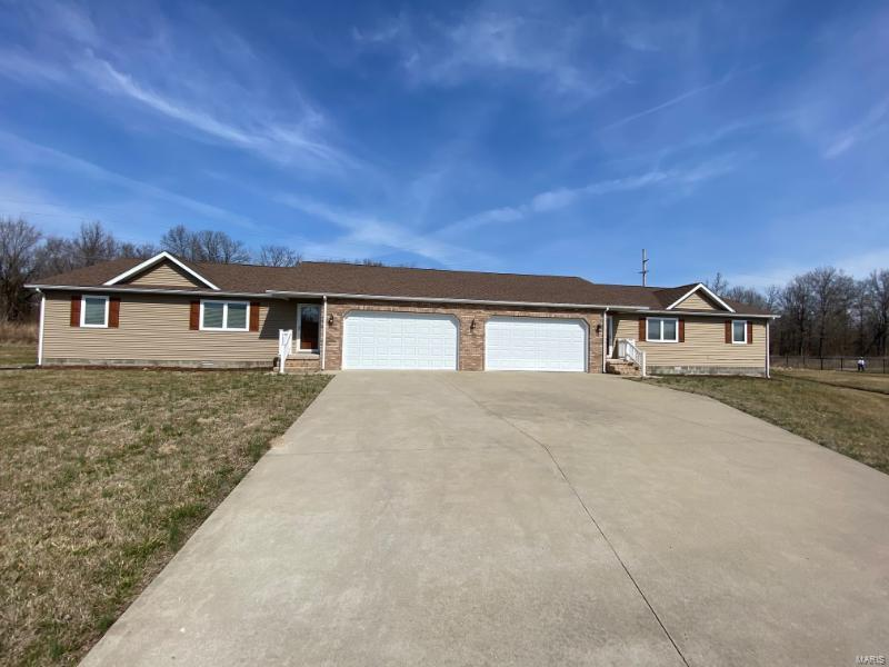 1217 Stonington Drive Property Photo - Herrin, IL real estate listing