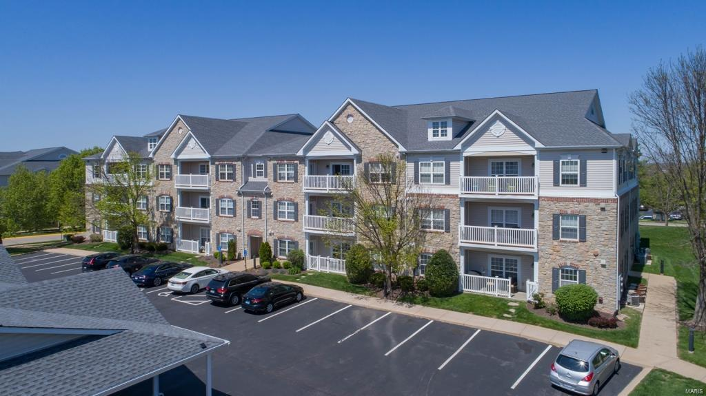 2 Monarch Trace Court #303 Property Photo - Chesterfield, MO real estate listing