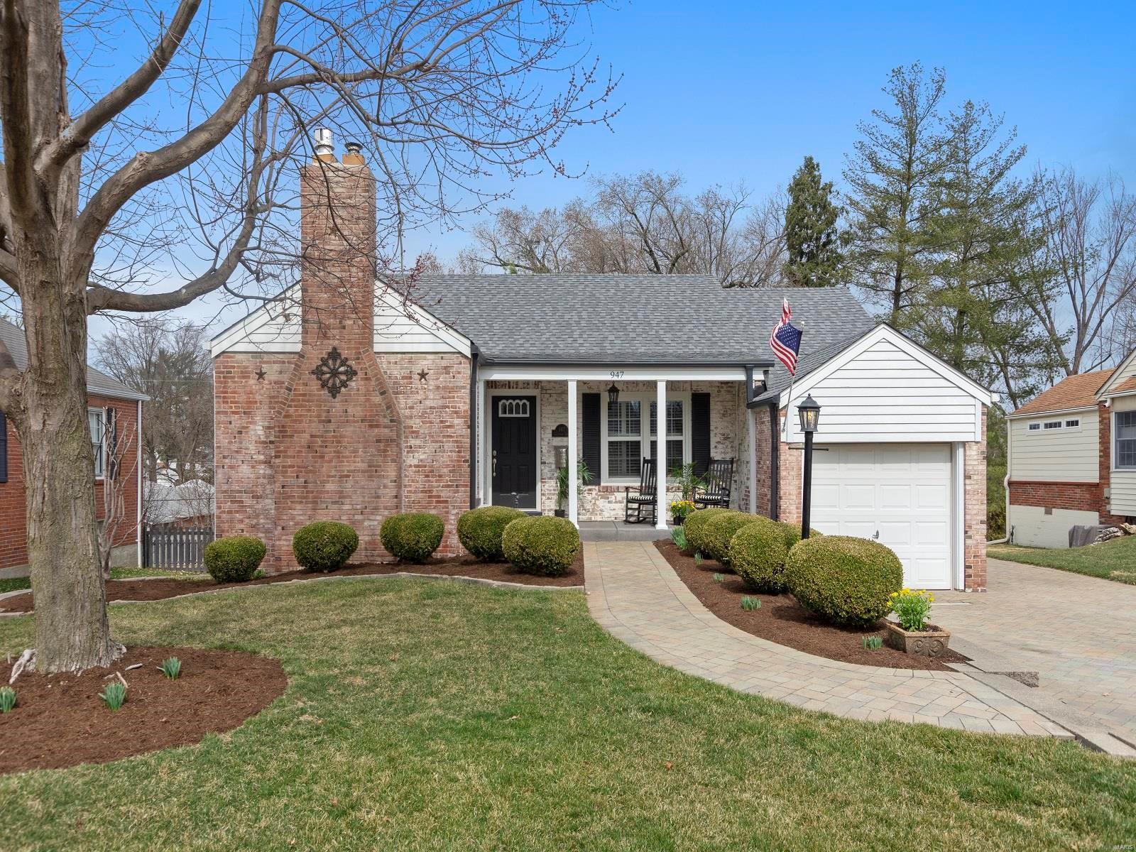 947 Glenmoor Avenue Property Photo - Glendale, MO real estate listing