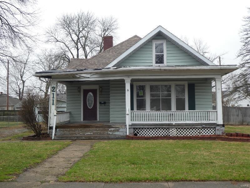 211 E Maple Street Property Photo - Gillespie, IL real estate listing