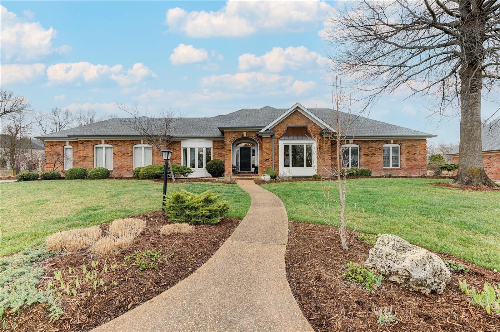 407 Thorntree Lake Court Property Photo - Eureka, MO real estate listing
