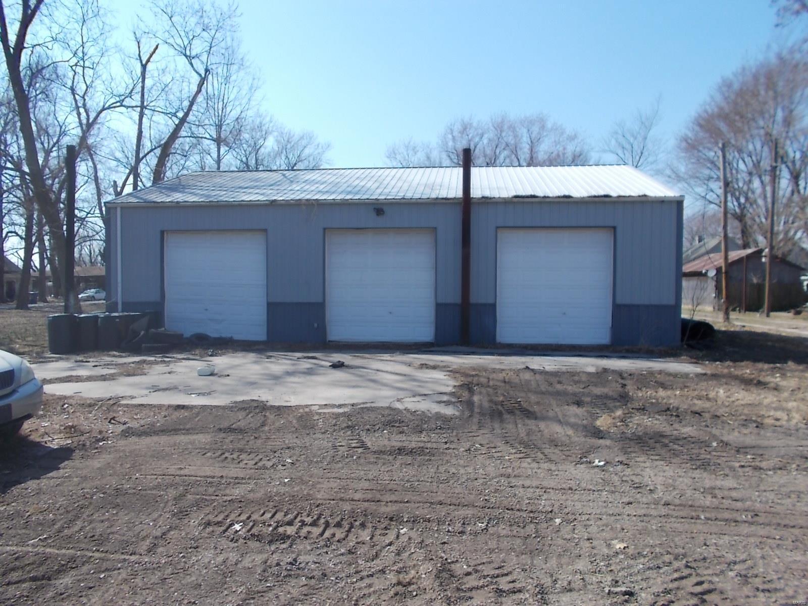 223 E Heatherington Property Photo - Cutler, IL real estate listing