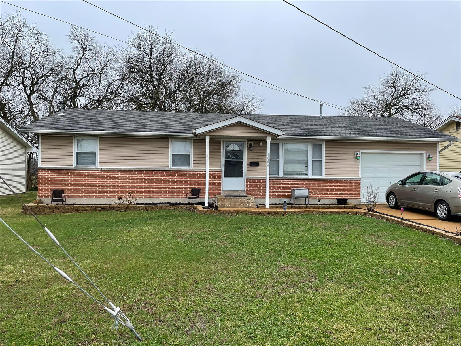 1004 W Jackson Avenue Property Photo - Owensville, MO real estate listing