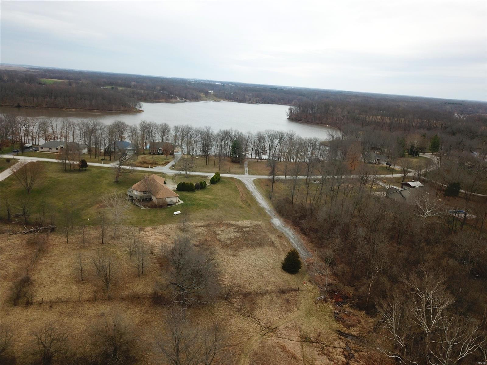 43 White Tail Trail Property Photo - Hillsboro, IL real estate listing