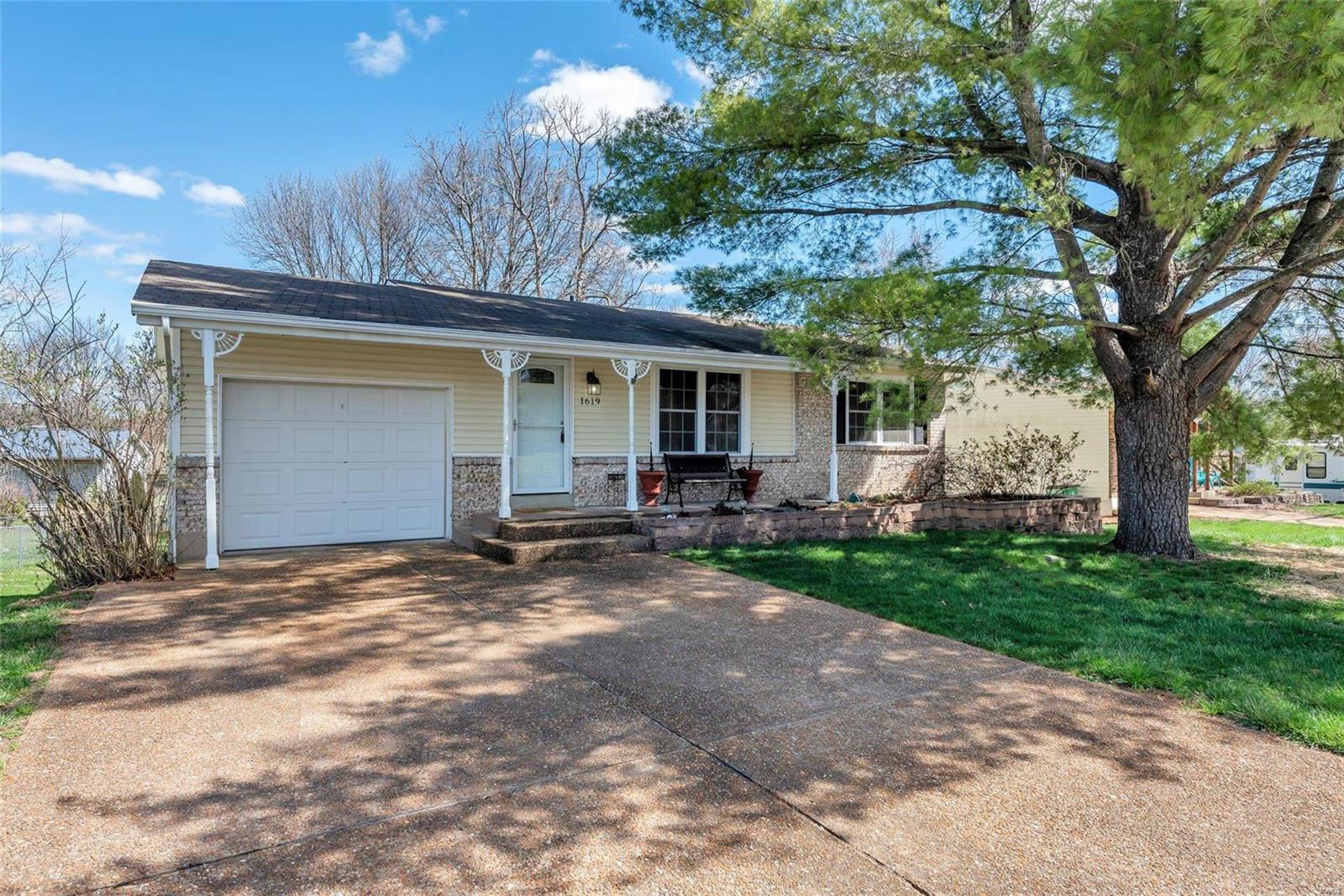 1619 Birch Street Property Photo - Pacific, MO real estate listing
