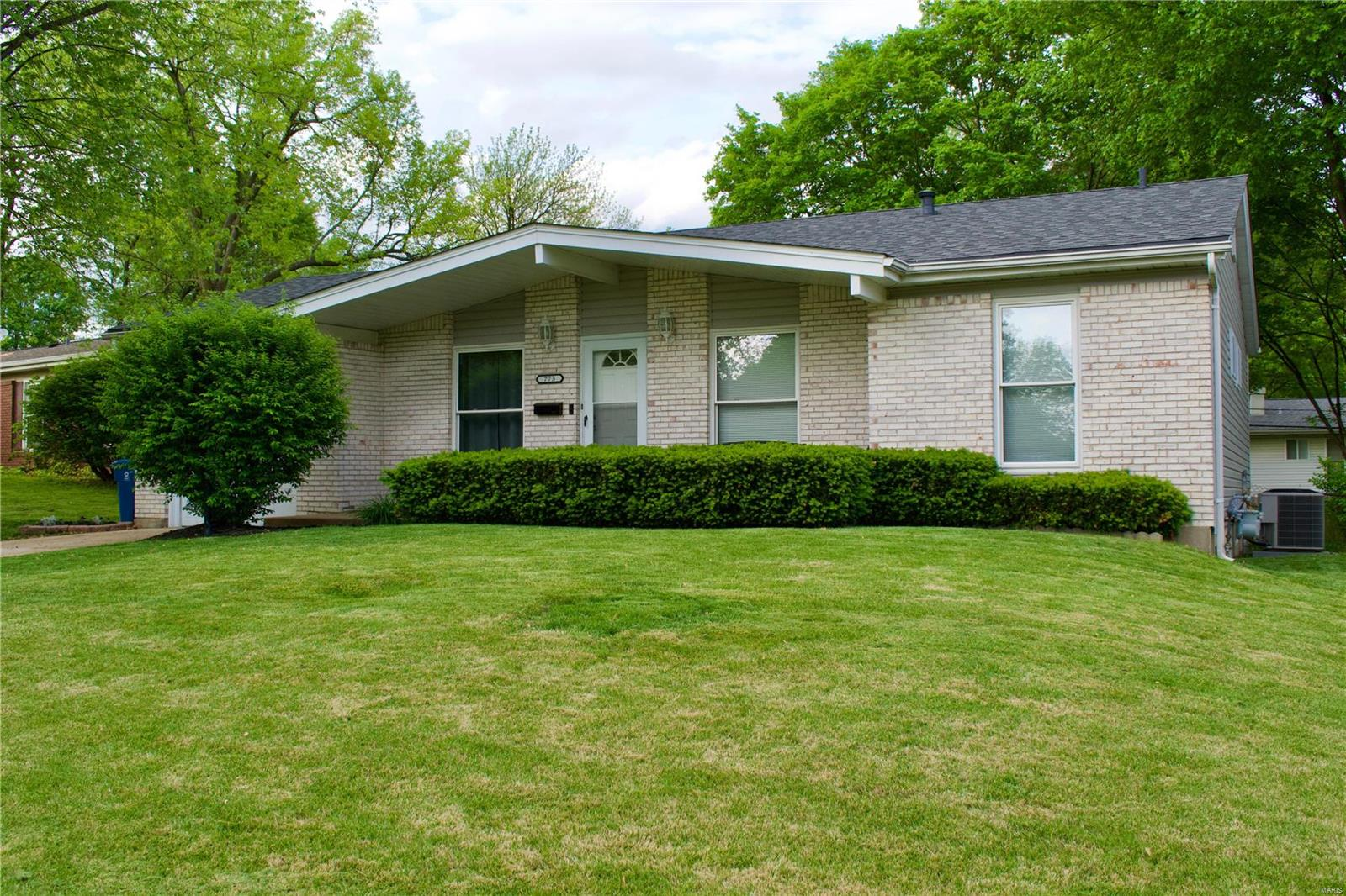 773 Lamplight Lane Property Photo - Hazelwood, MO real estate listing