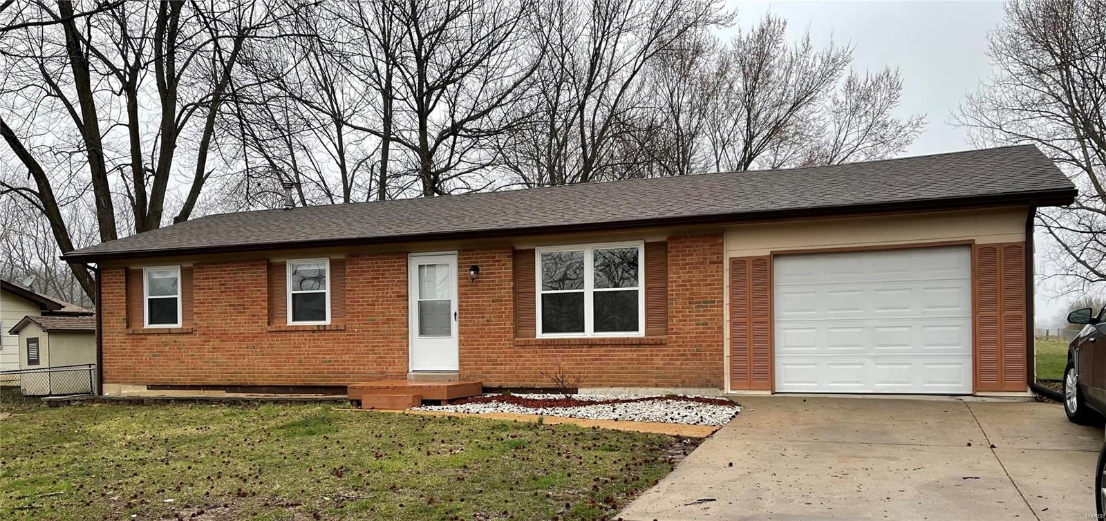 31 Pinewood Property Photo - Winfield, MO real estate listing