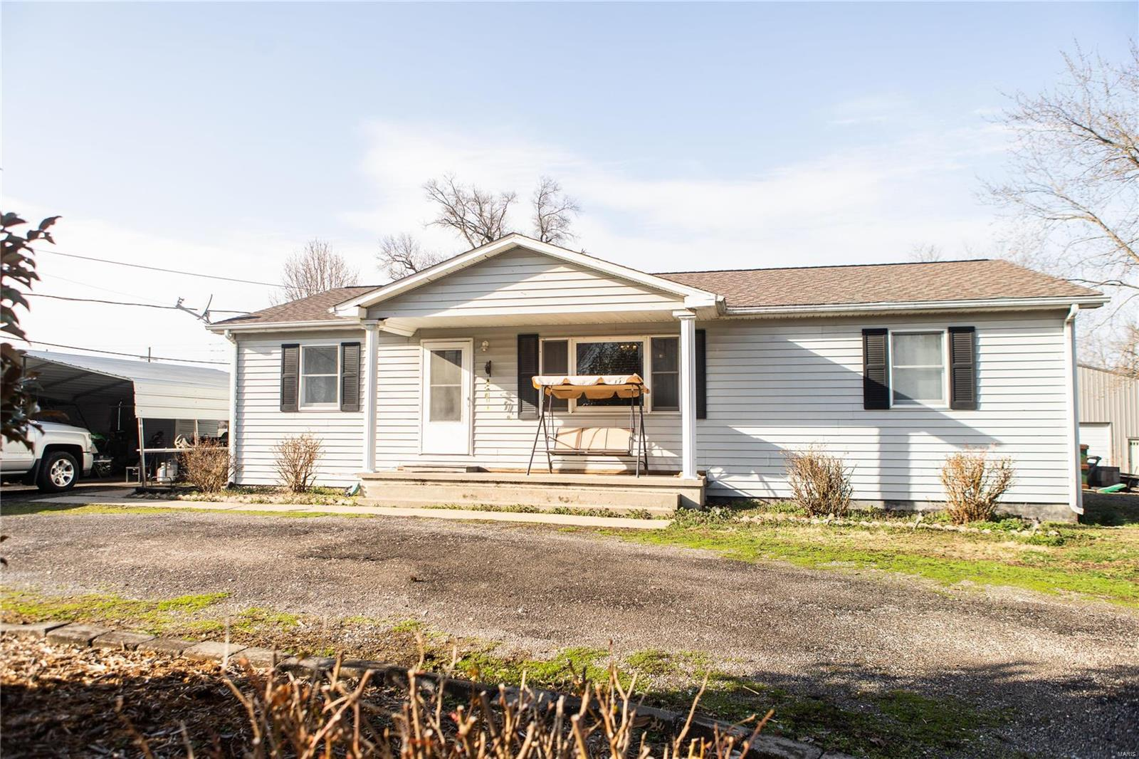 405 W Locust Property Photo - Coulterville, IL real estate listing