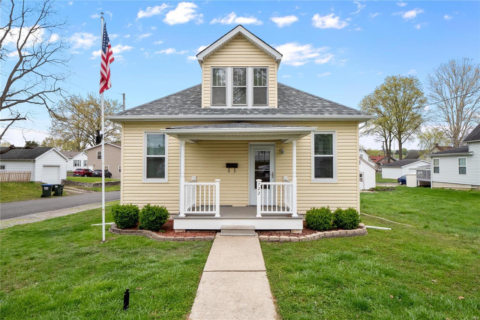 722 N Metter Avenue Property Photo