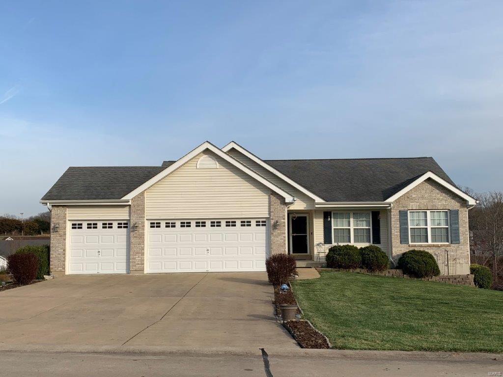 26358 Falling Leaf Drive Property Photo - Warrenton, MO real estate listing