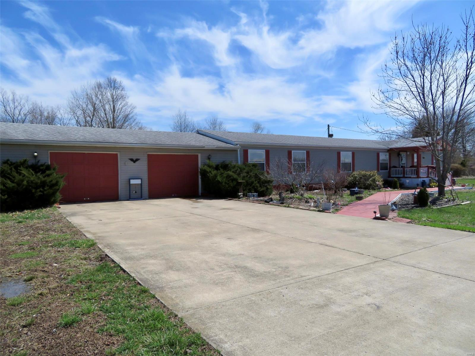 1262 Mettler Road Property Photo - New Douglas, IL real estate listing