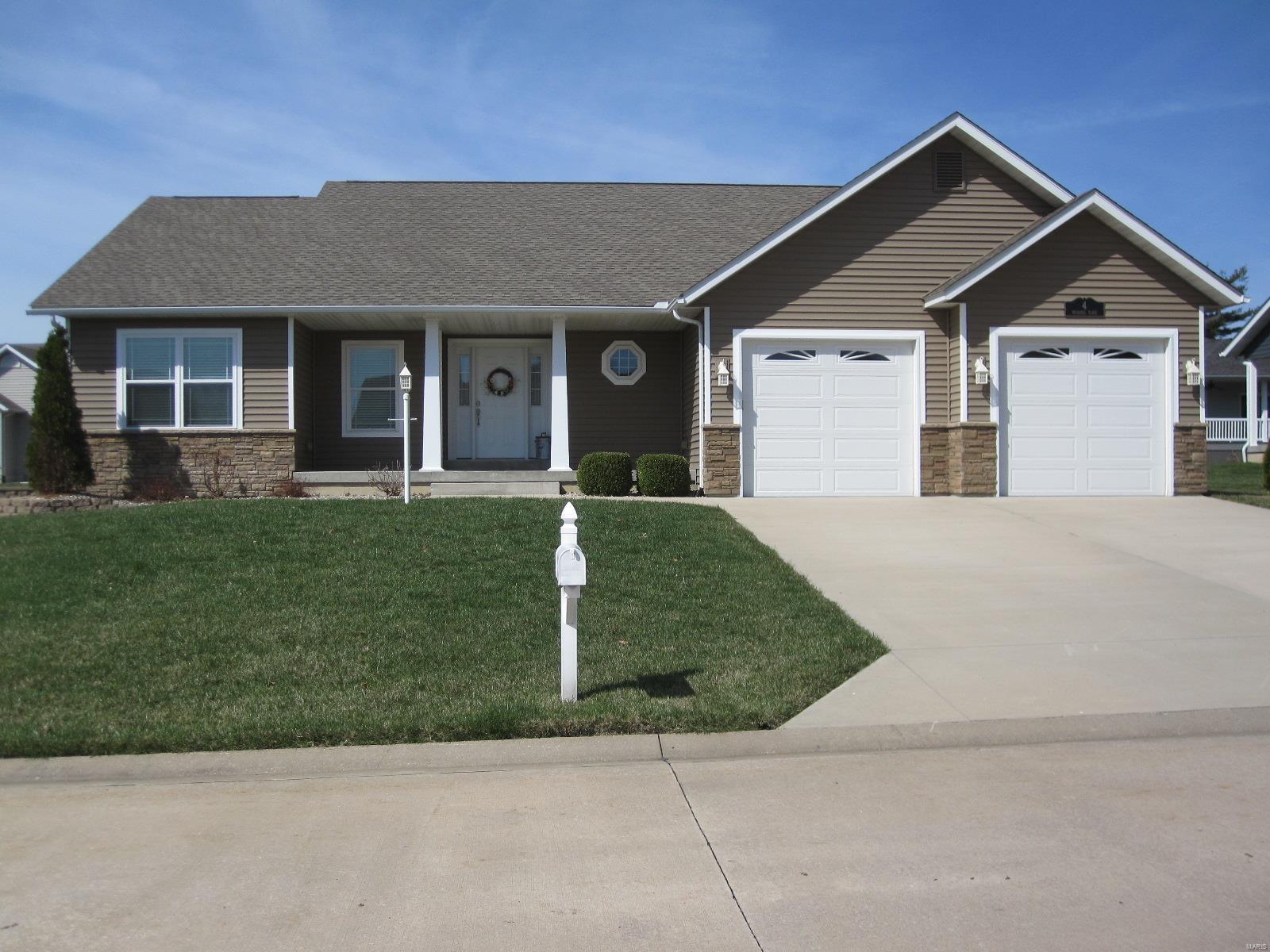 4 McDanel Place Property Photo - Jerseyville, IL real estate listing