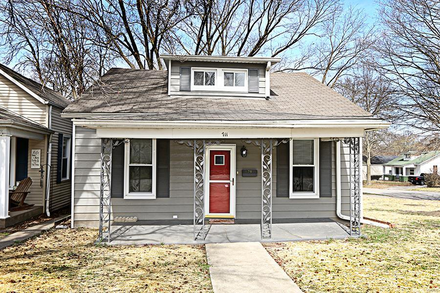 711 Fairfax Street Property Photo - Carlyle, IL real estate listing