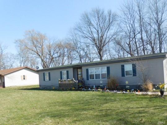1228 Cedar Creek Drive Property Photo - Centralia, IL real estate listing