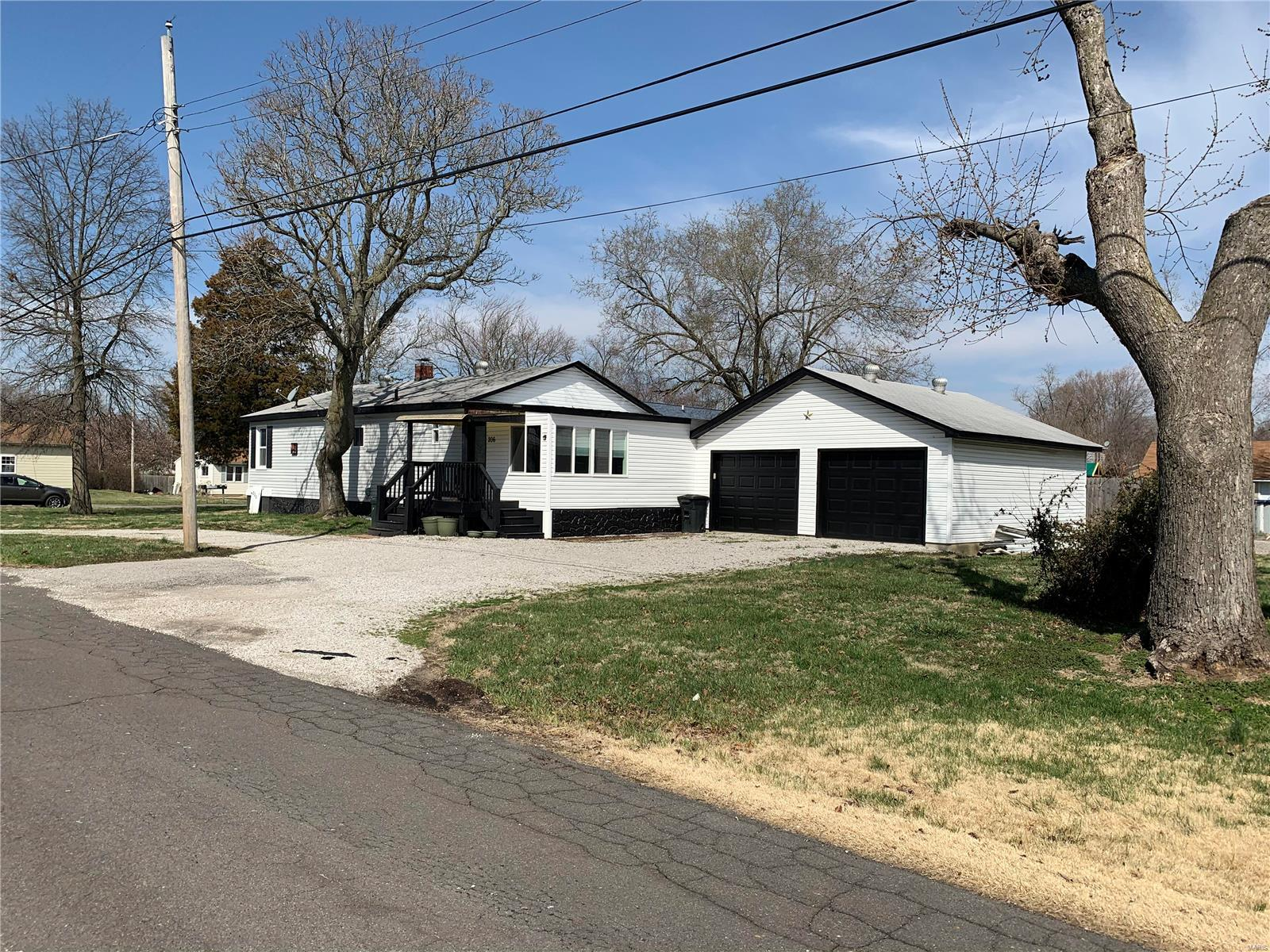 206 Lindenwood Drive Property Photo - East Alton, IL real estate listing
