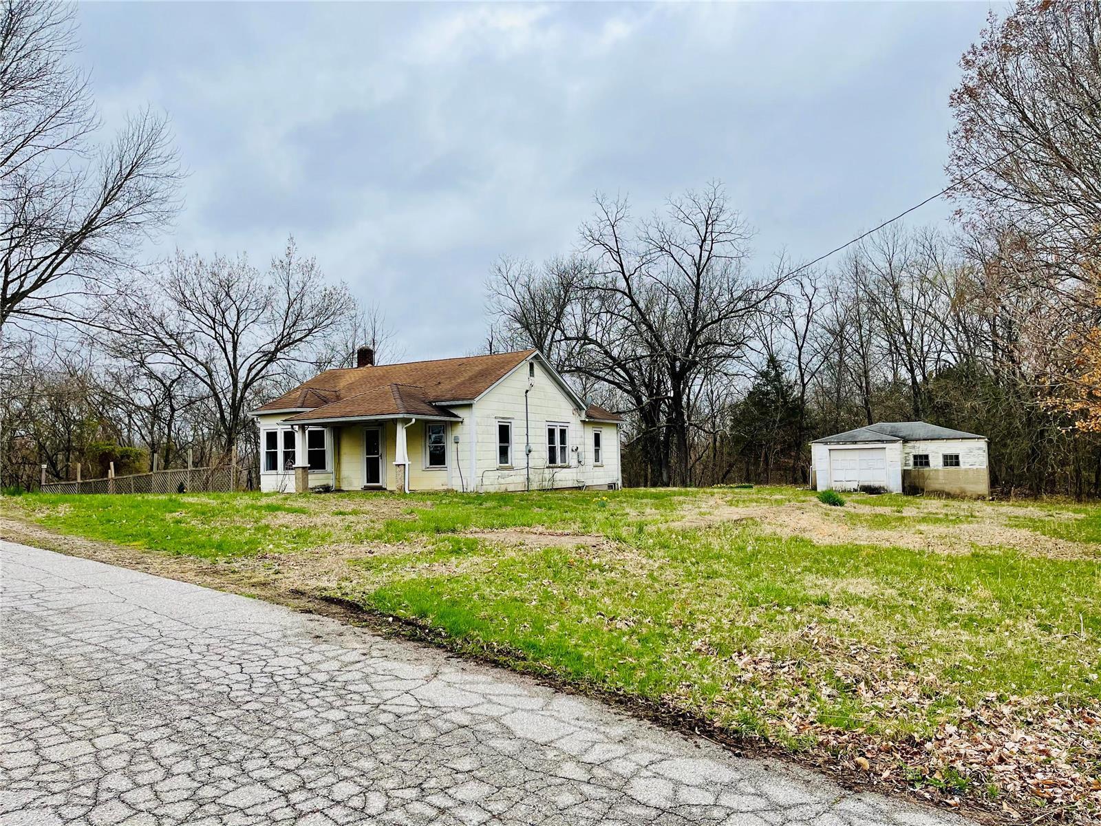 1114 Bogy Property Photo - De Soto, MO real estate listing