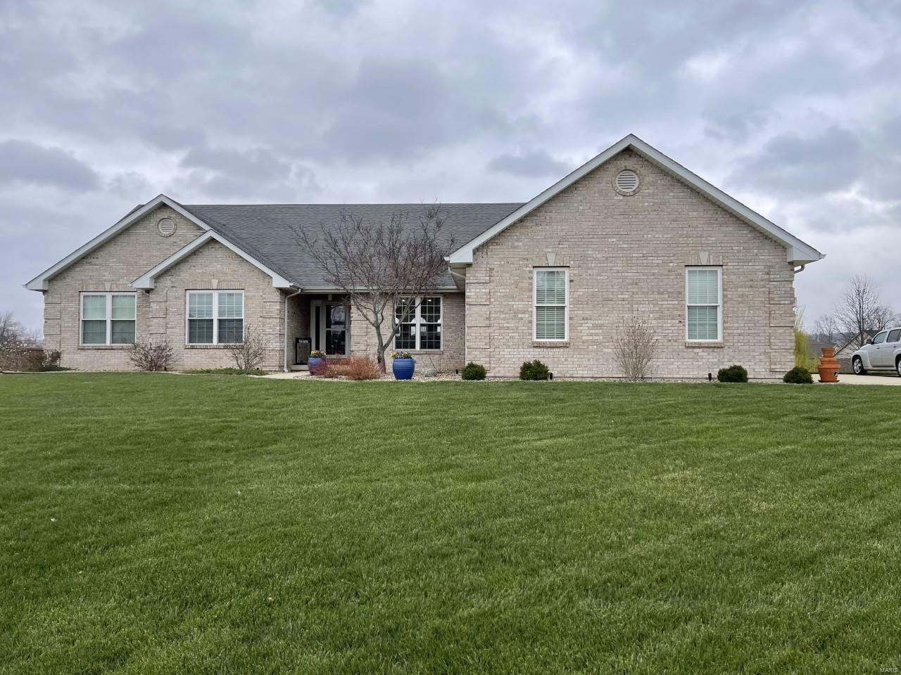 409 Catherine Court Property Photo - Columbia, IL real estate listing