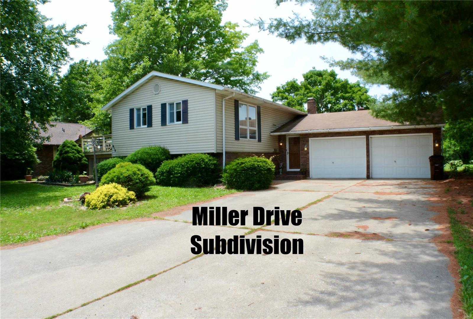 916 W Miller Property Photo - Staunton, IL real estate listing