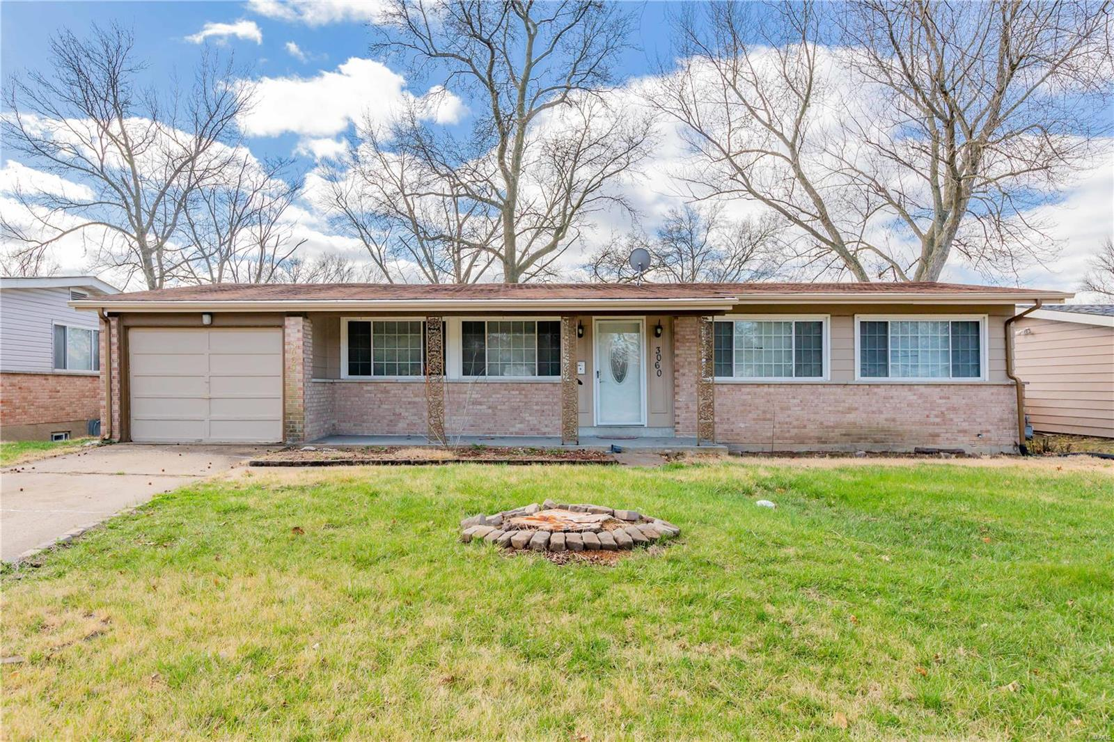 3060 N Waterford Drive Property Photo - Florissant, MO real estate listing