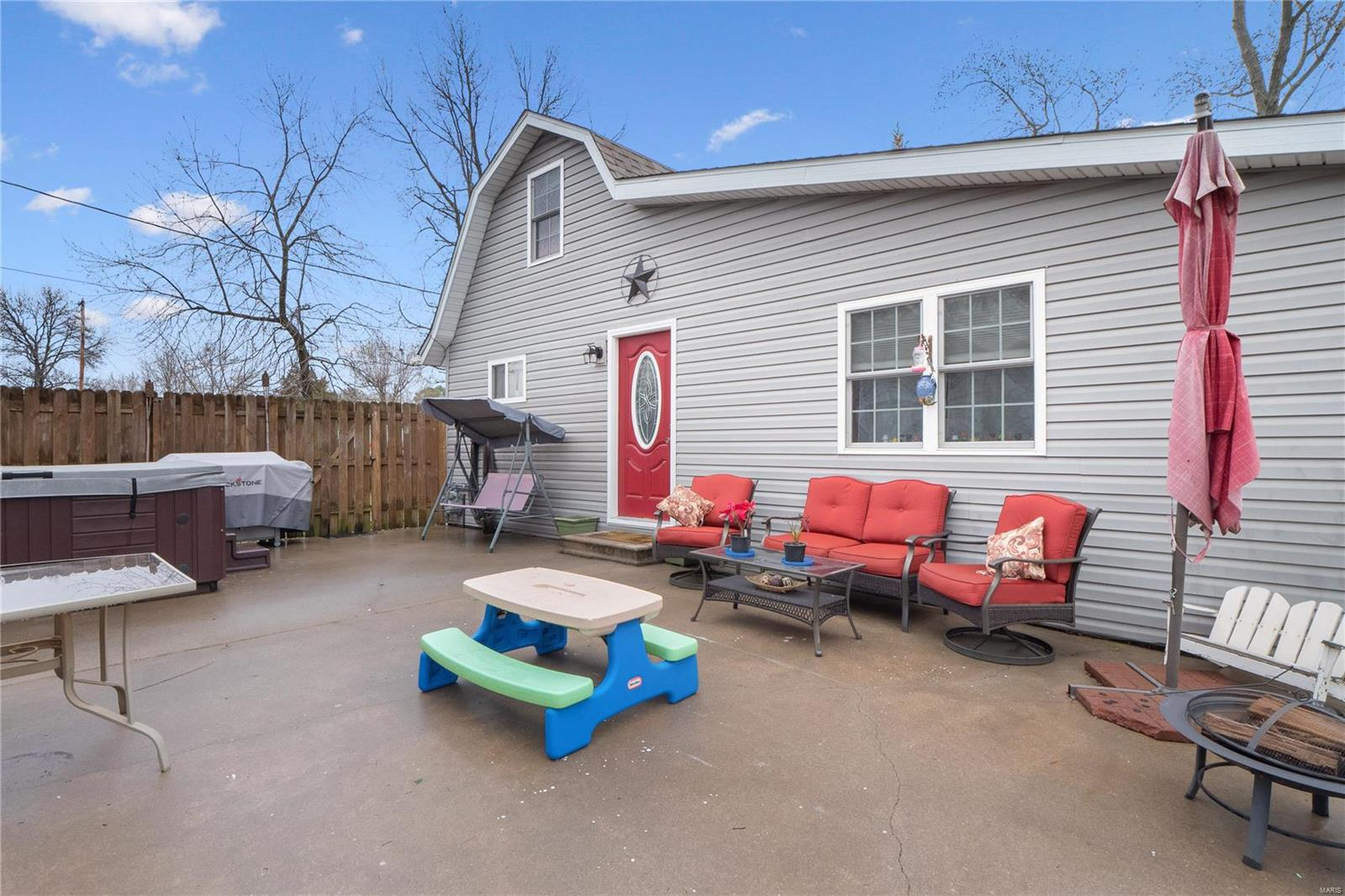 503 E Samuel Property Photo - Christopher, IL real estate listing
