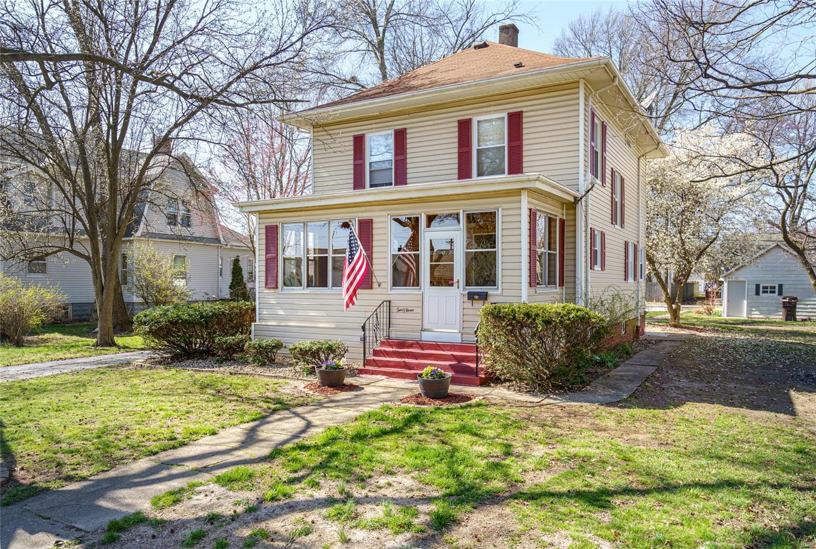 203 E Maple Property Photo - Gillespie, IL real estate listing