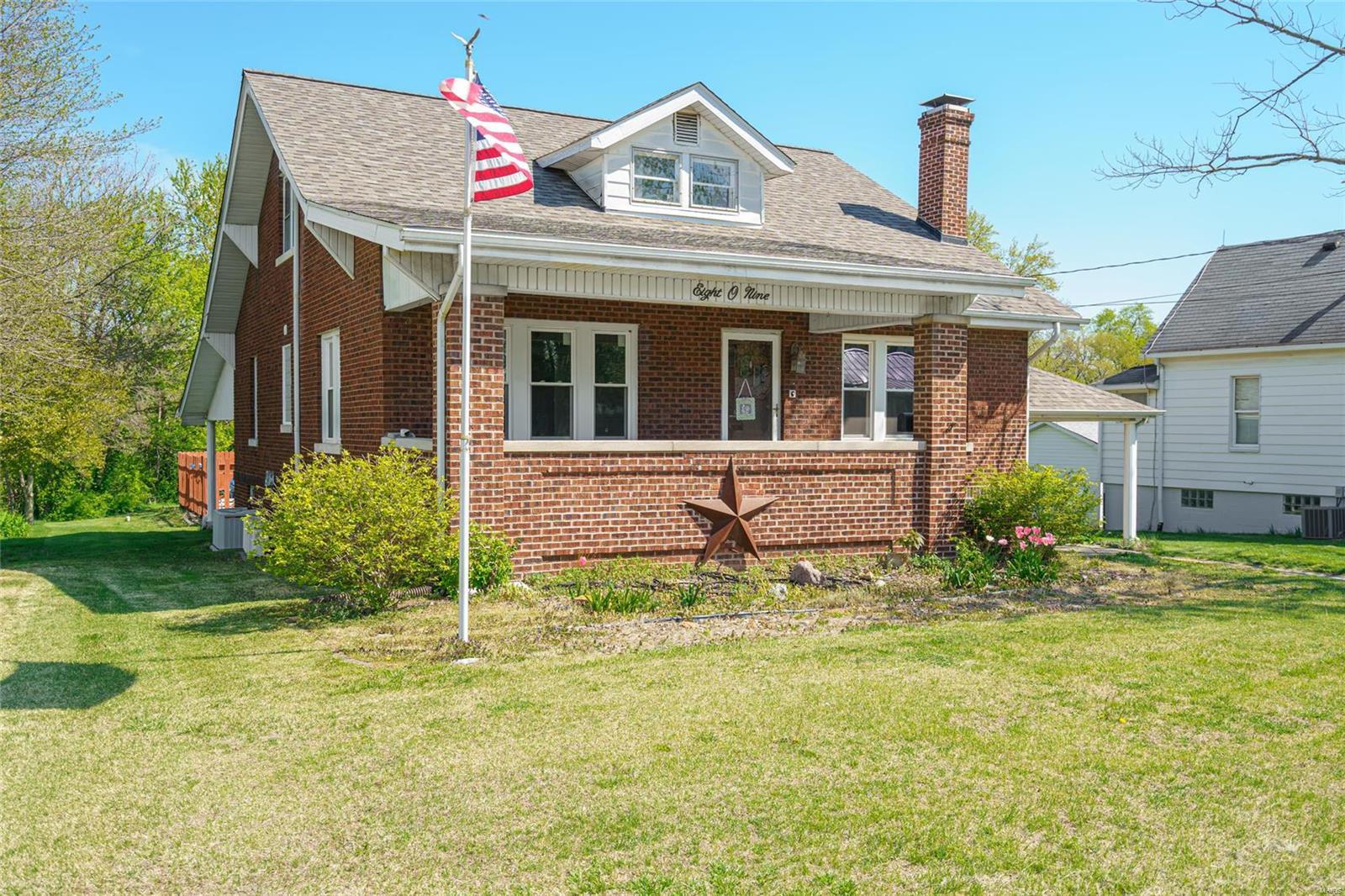 809 W Pearl Property Photo - Staunton, IL real estate listing