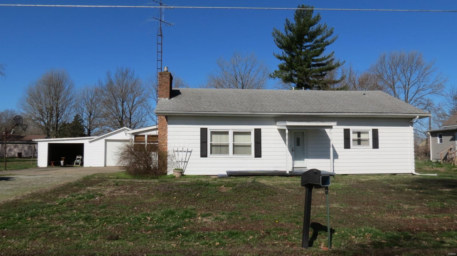 223 North Hickory Property Photo - Tamaroa, IL real estate listing