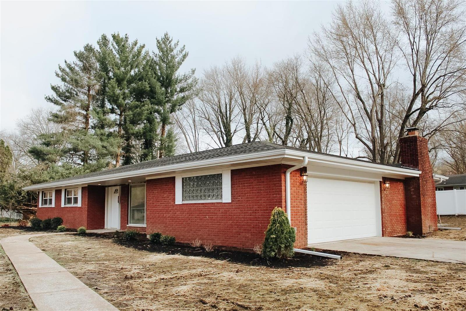 2142 Sugarloaf Drive Property Photo - Dupo, IL real estate listing