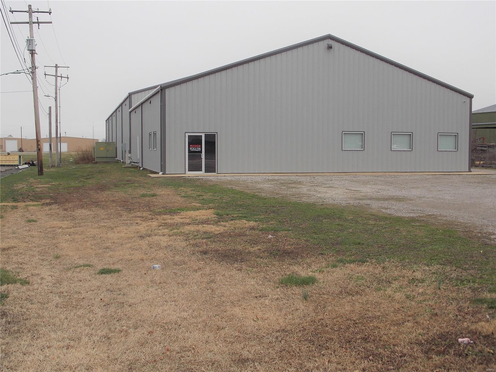 641 Airport Road Property Photo - Centralia, IL real estate listing