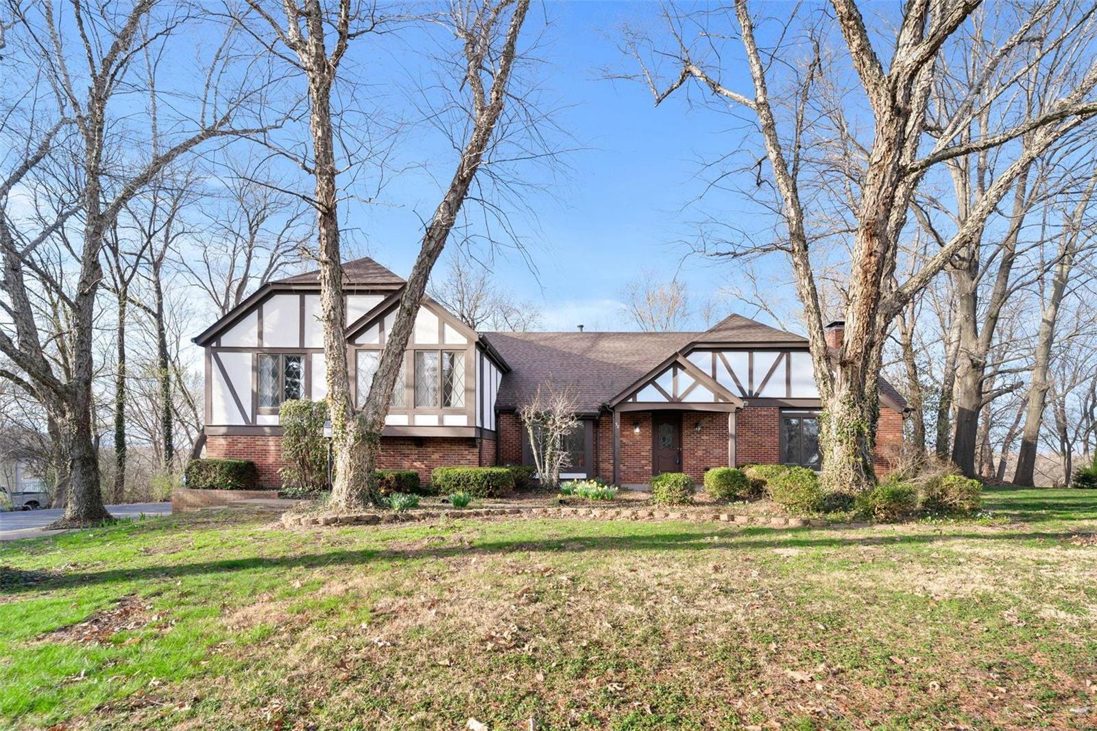 32 Jamestown Farm Drive Property Photo - Florissant, MO real estate listing