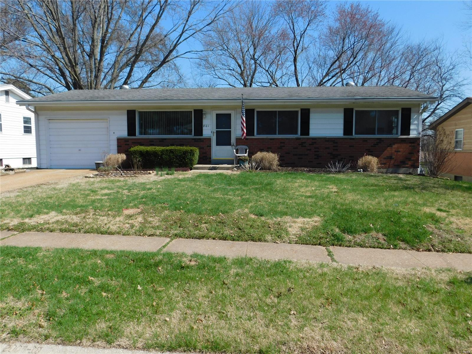 801 Mary Jo Lane Property Photo - Hazelwood, MO real estate listing