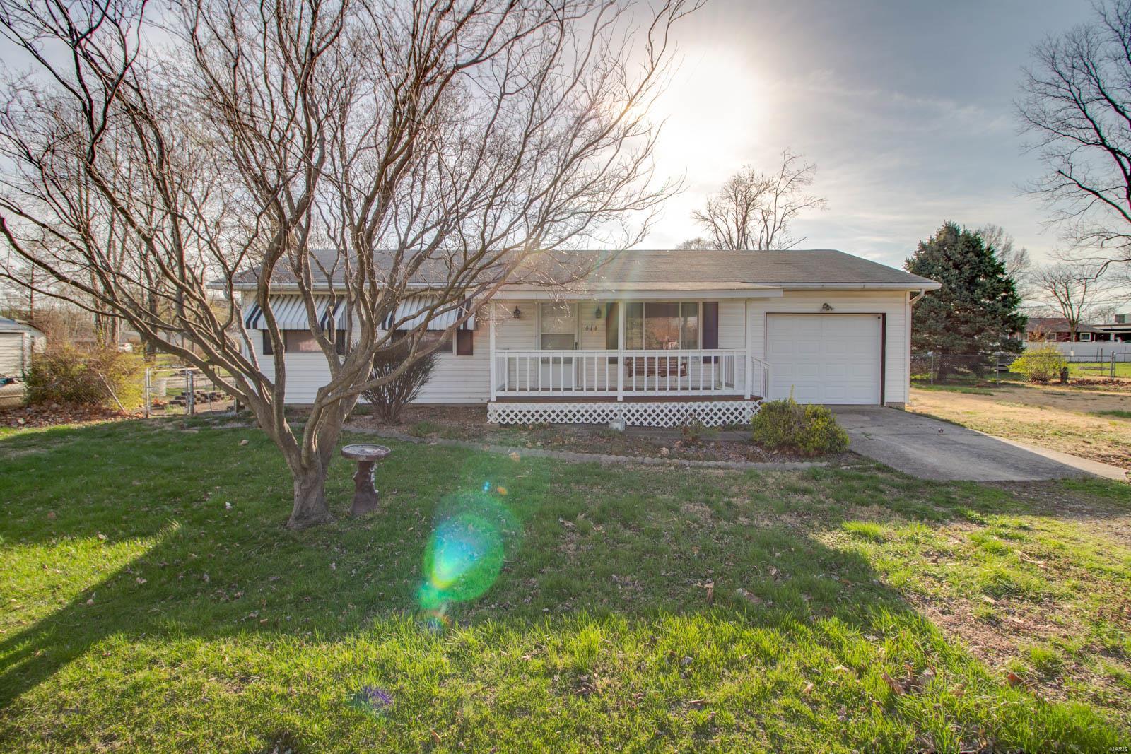 414 Missouri Avenue Property Photo - South Roxana, IL real estate listing