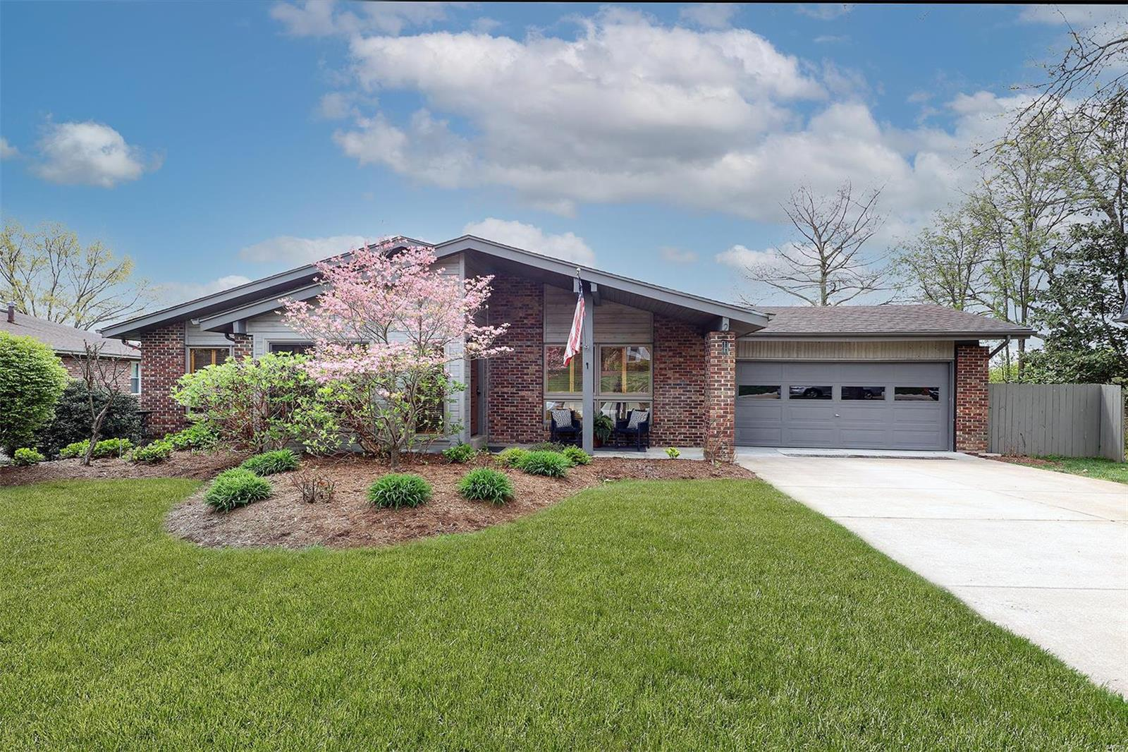 6 Nicolet Drive Property Photo - Manchester, MO real estate listing