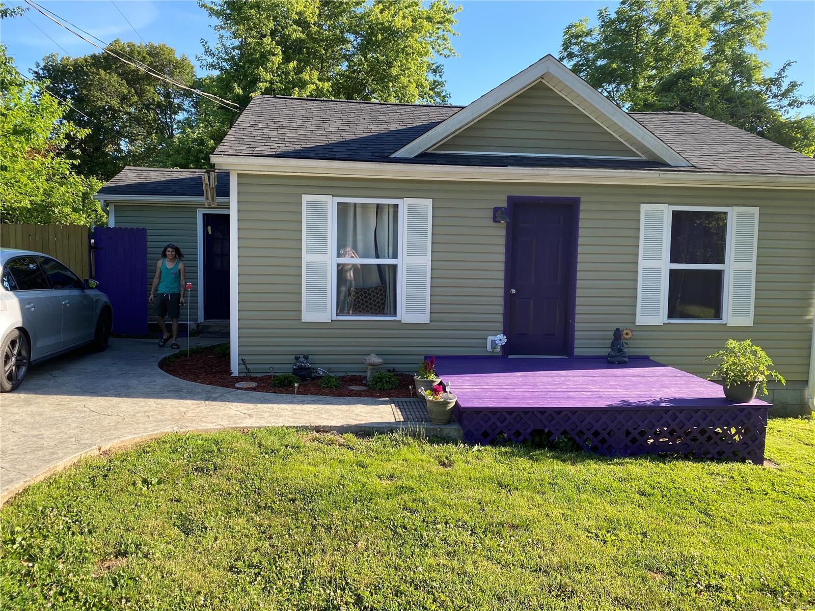 324 Oak Lane Property Photo