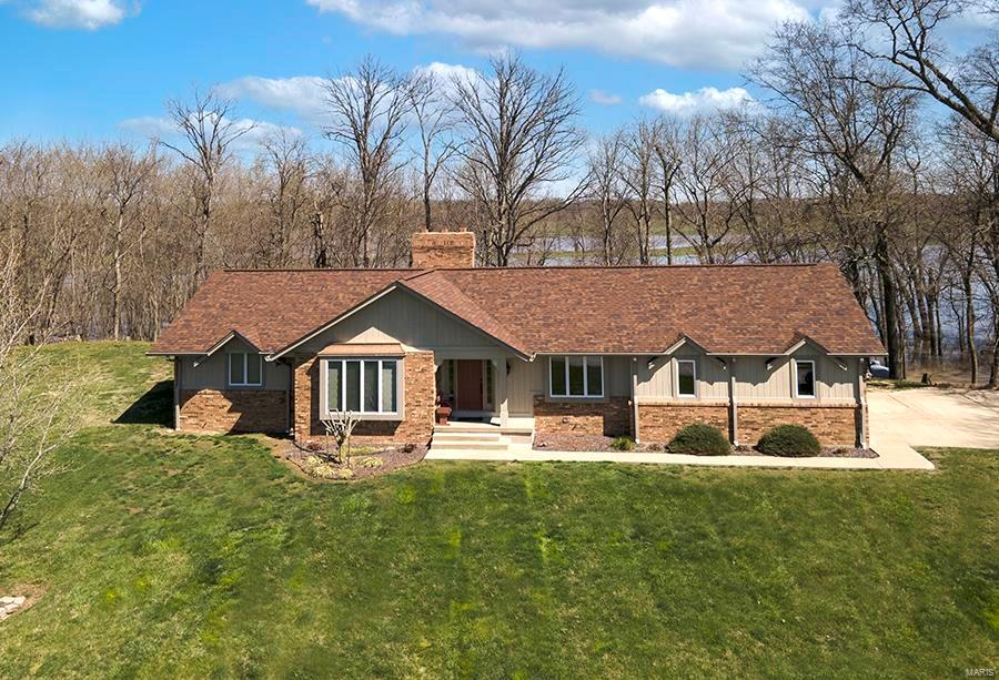 10675 Buckingham Court Property Photo - Breese, IL real estate listing