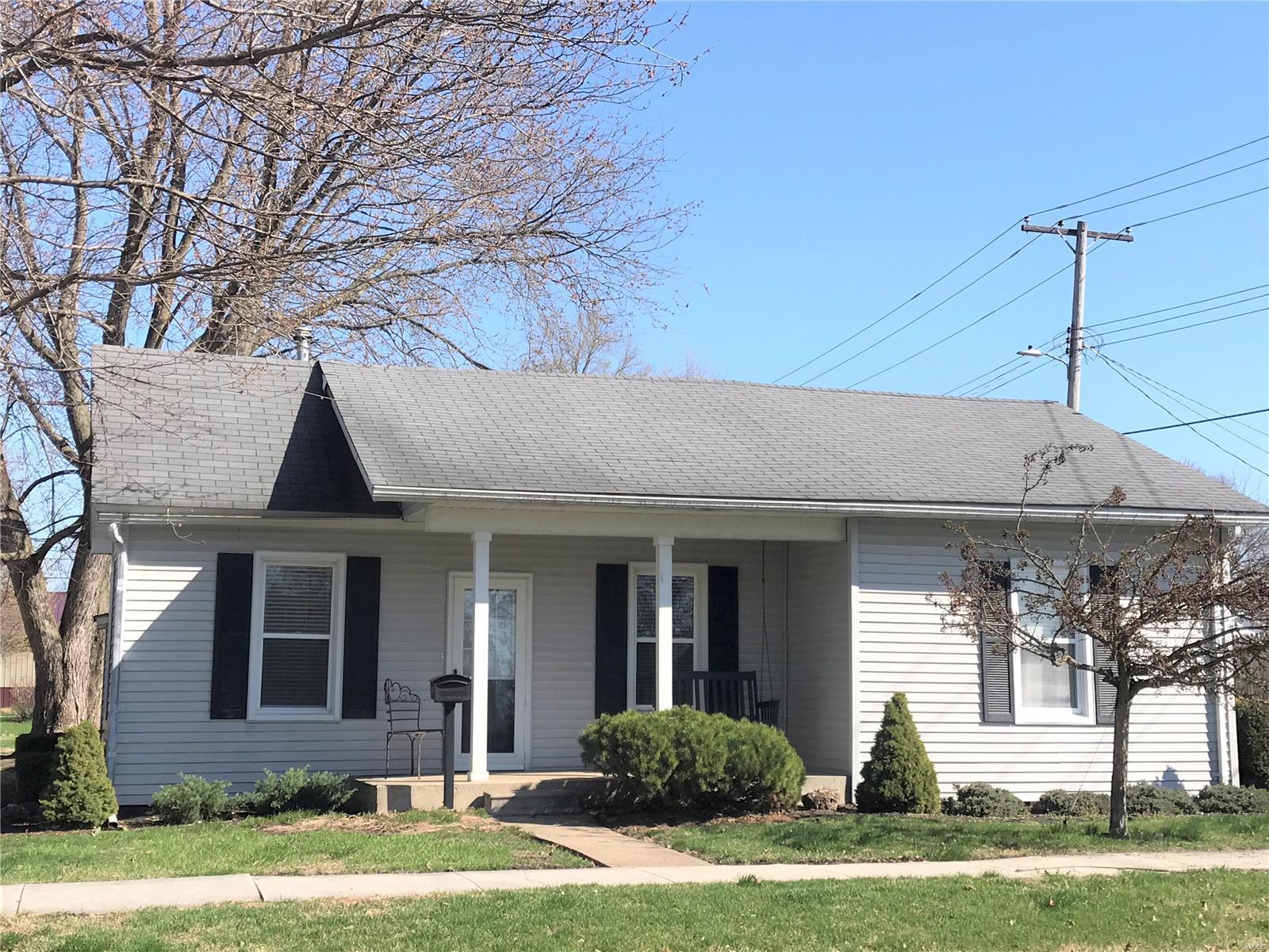 320 Maple Street Property Photo - Carrollton, IL real estate listing