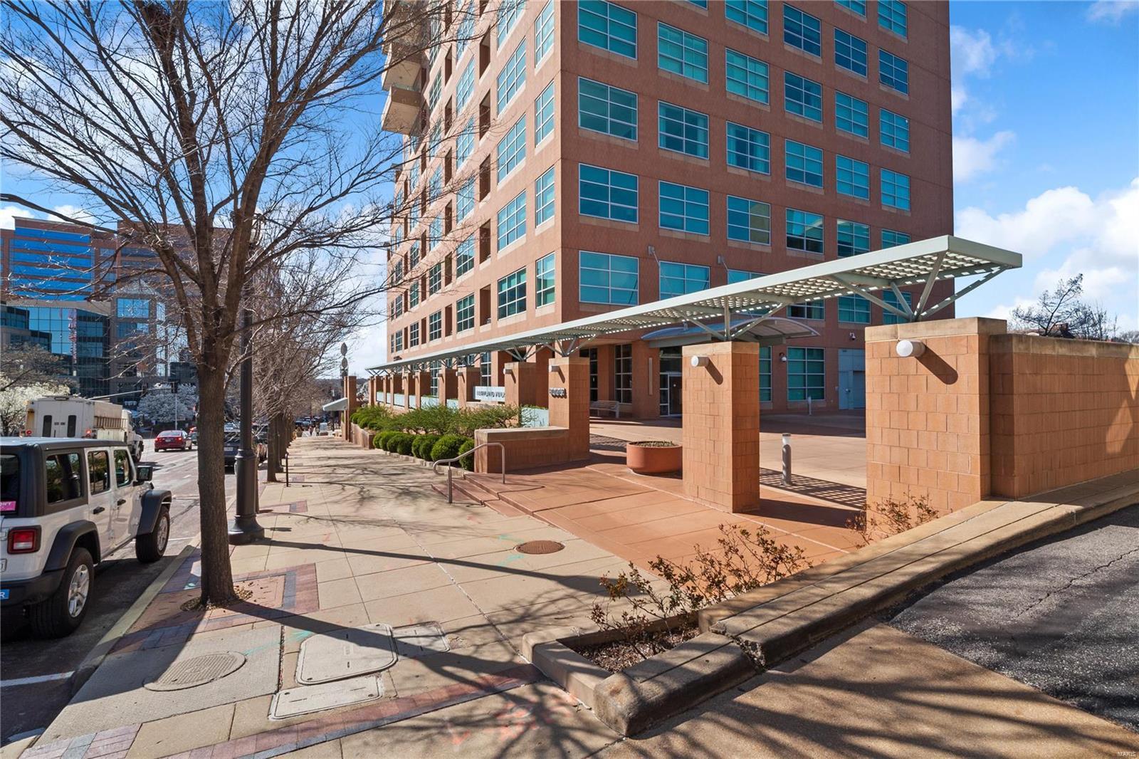 8025 Maryland Avenue #17B Property Photo - Clayton, MO real estate listing