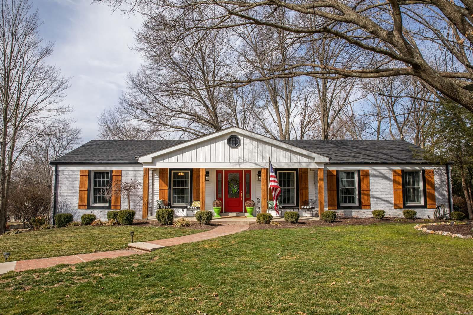 2033 Firethorn Drive Property Photo - Des Peres, MO real estate listing