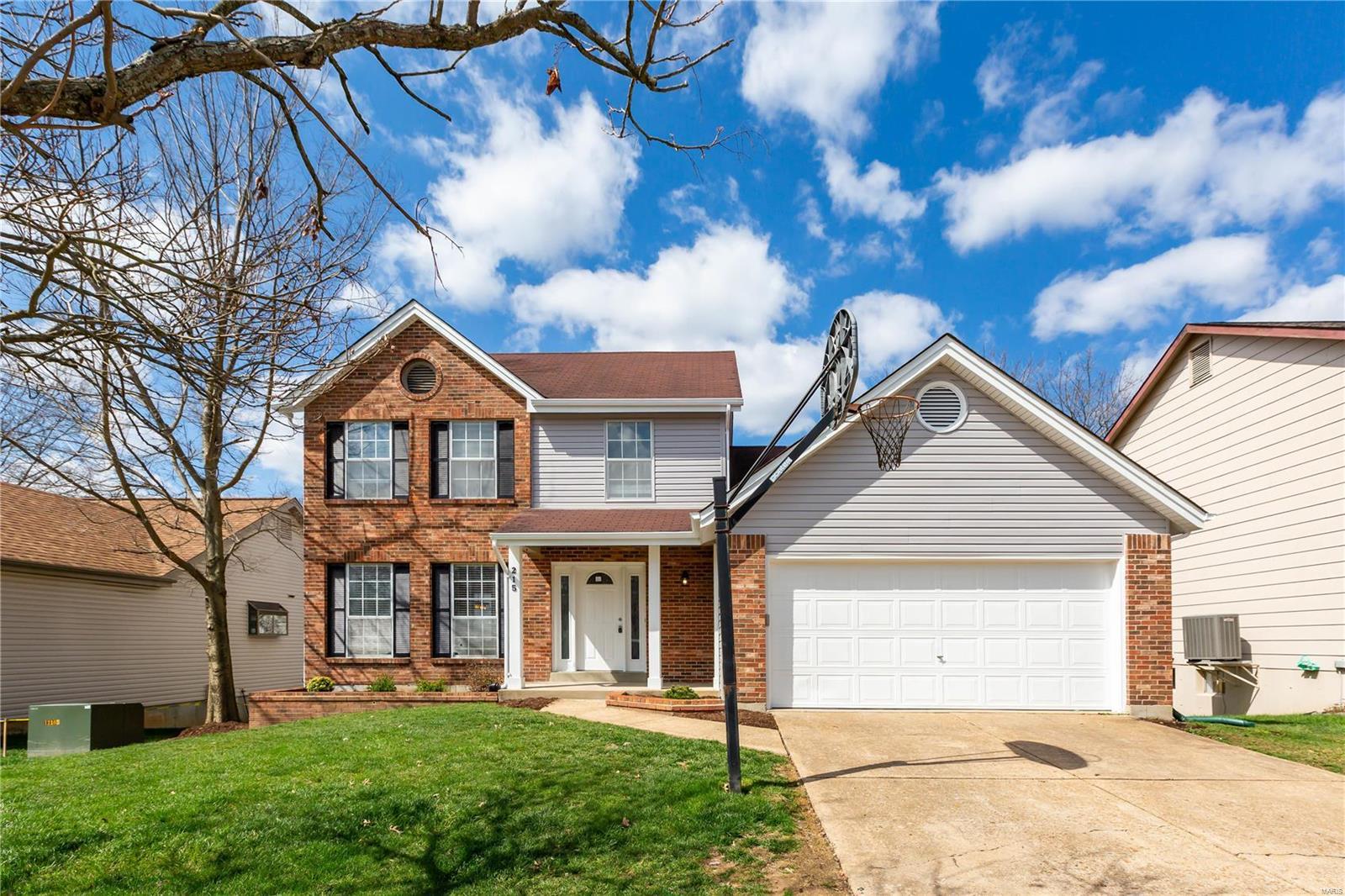 215 Jacob Lane Property Photo - Ballwin, MO real estate listing