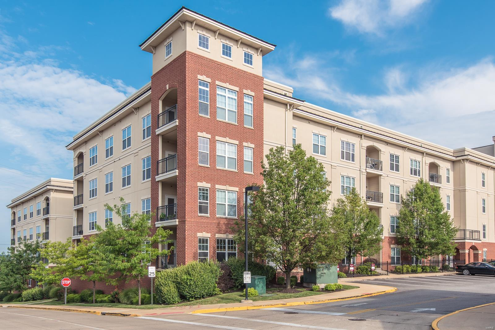 1251 Strassner Drive #2102 Property Photo - Brentwood, MO real estate listing