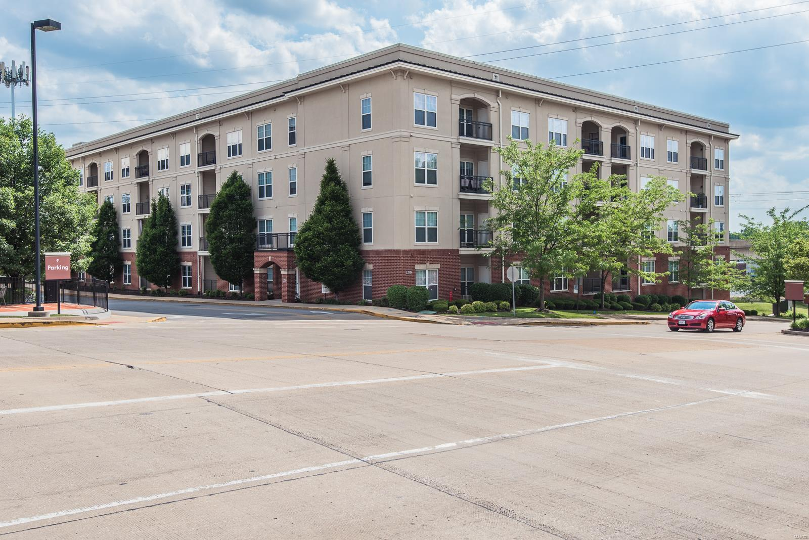 1270 Strassner Drive #3106 Property Photo - Brentwood, MO real estate listing