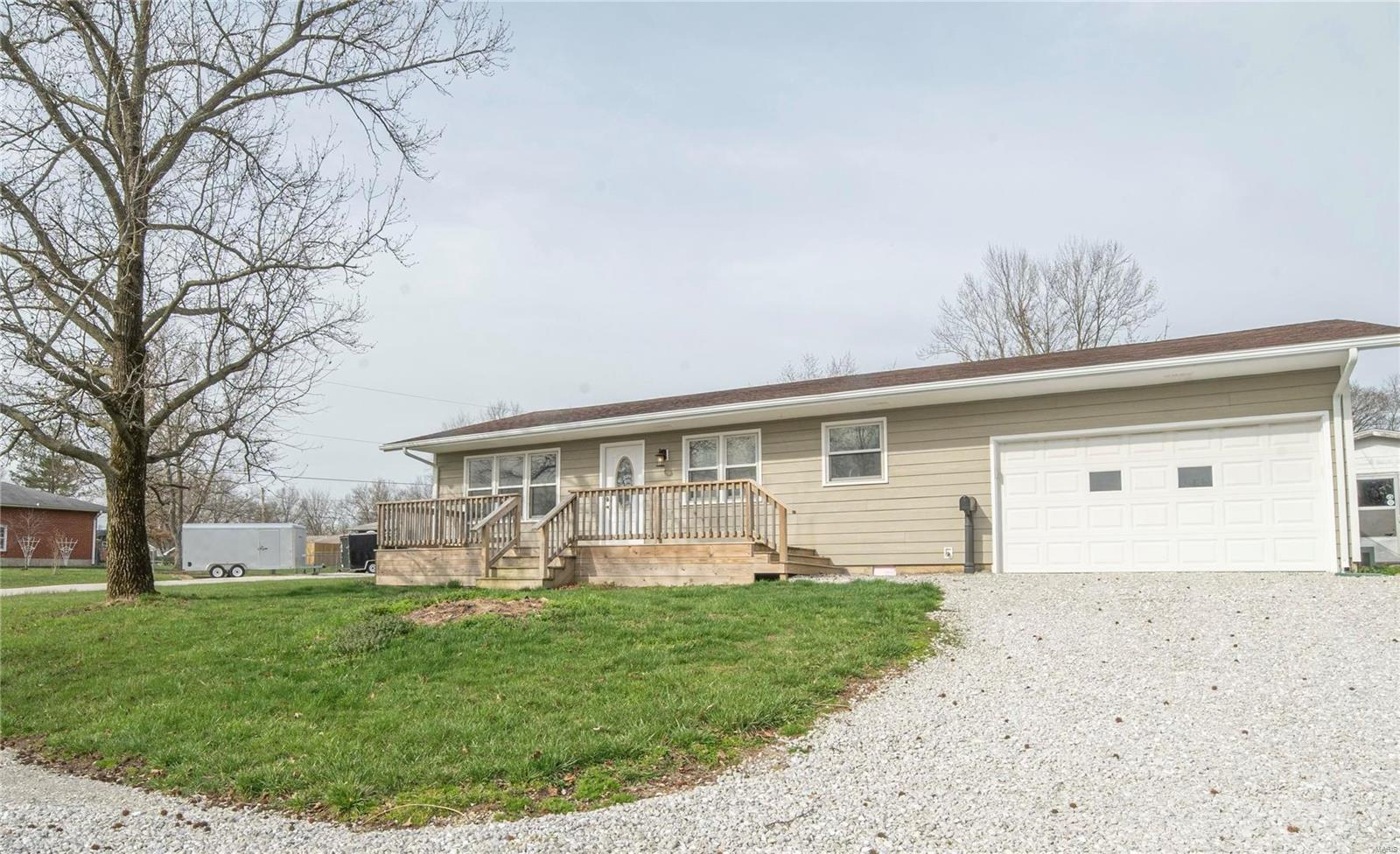 523 Cleveland Property Photo - Paris, MO real estate listing