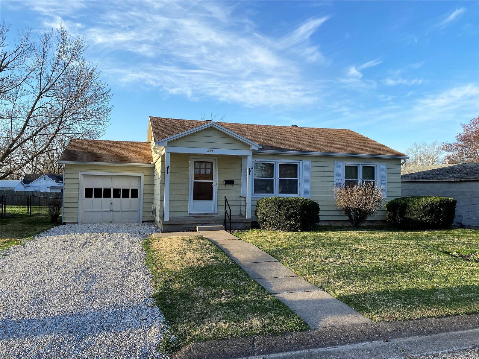 215 W Elm Property Photo - Palmyra, MO real estate listing