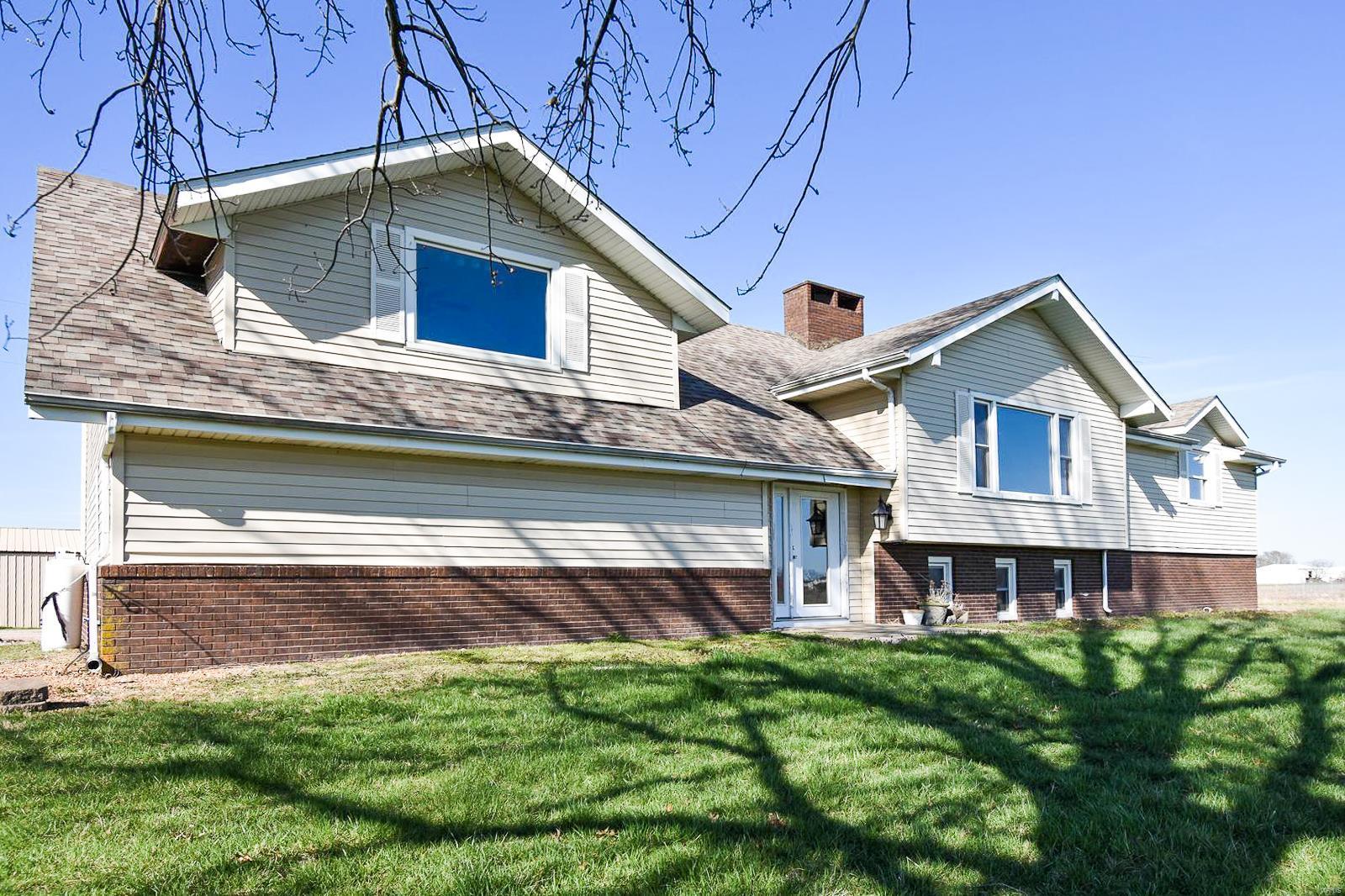 1516 Herman Road Property Photo - Staunton, IL real estate listing
