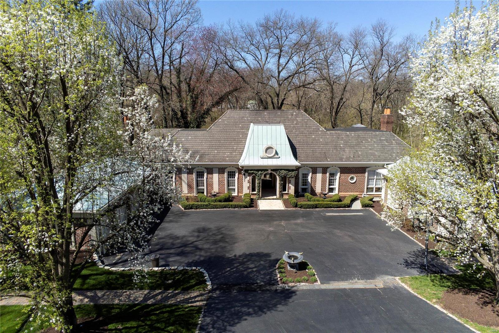 14 Overhills Drive Property Photo