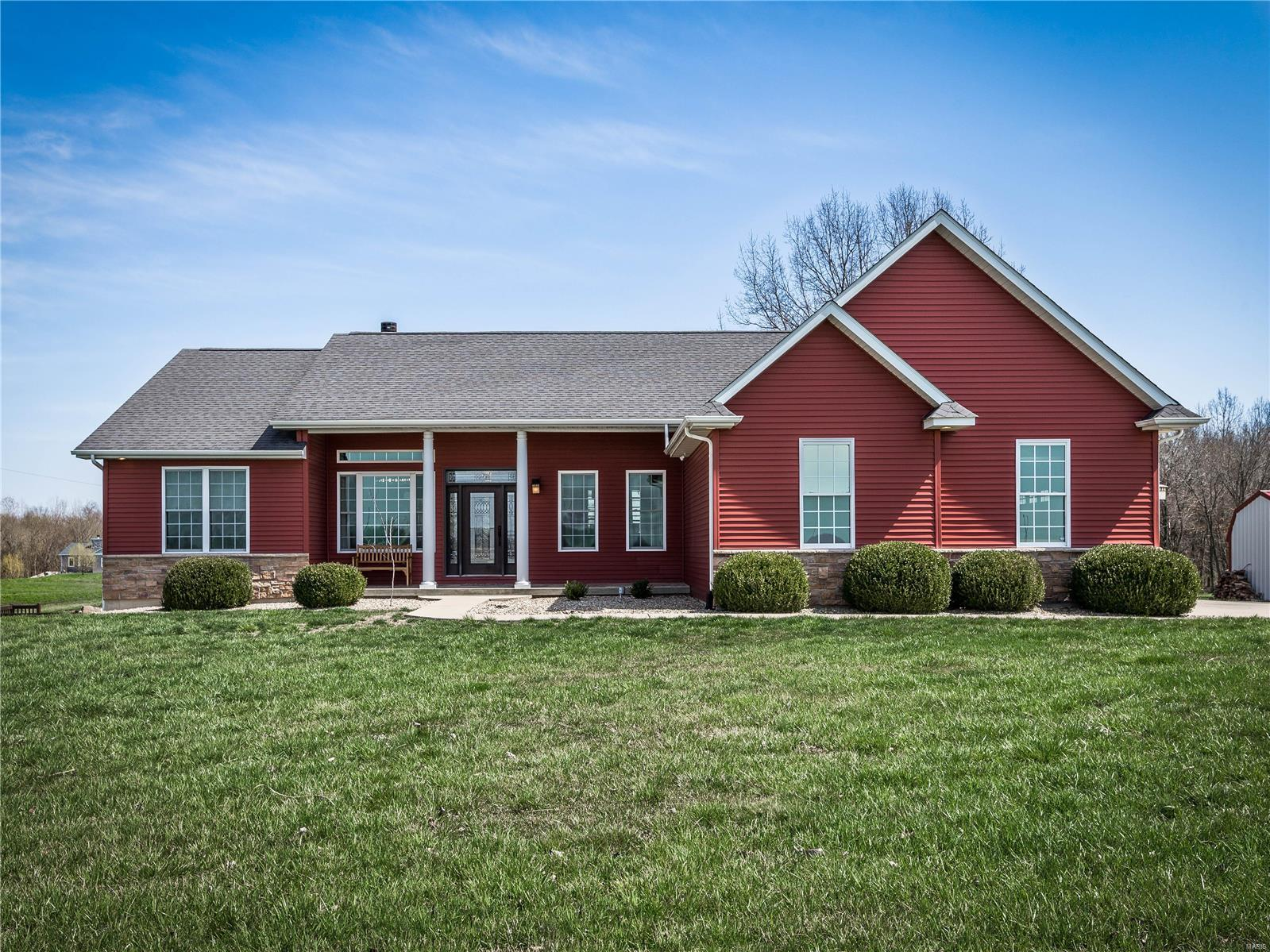 9120 Rezy Road Property Photo - Staunton, IL real estate listing