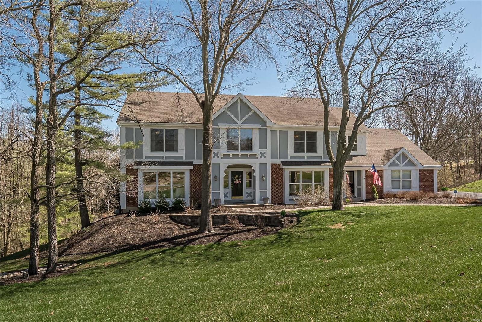 1064 Woodfield Estates Drive Property Photo - Town and Country, MO real estate listing