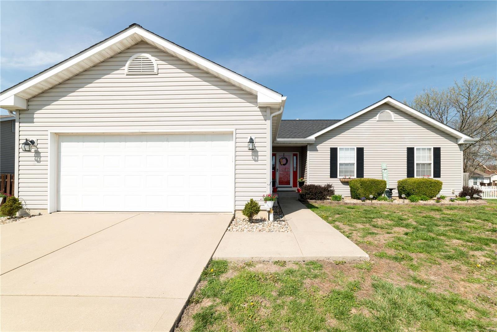 961 Blue Heron Court Property Photo - Belleville, IL real estate listing