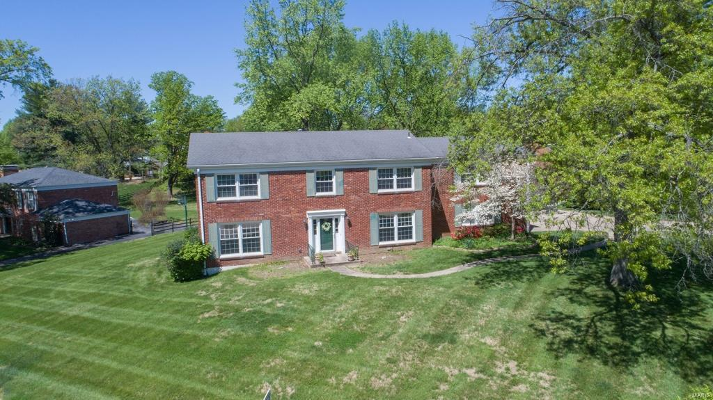 235 Heather Crest Drive Property Photo - Chesterfield, MO real estate listing