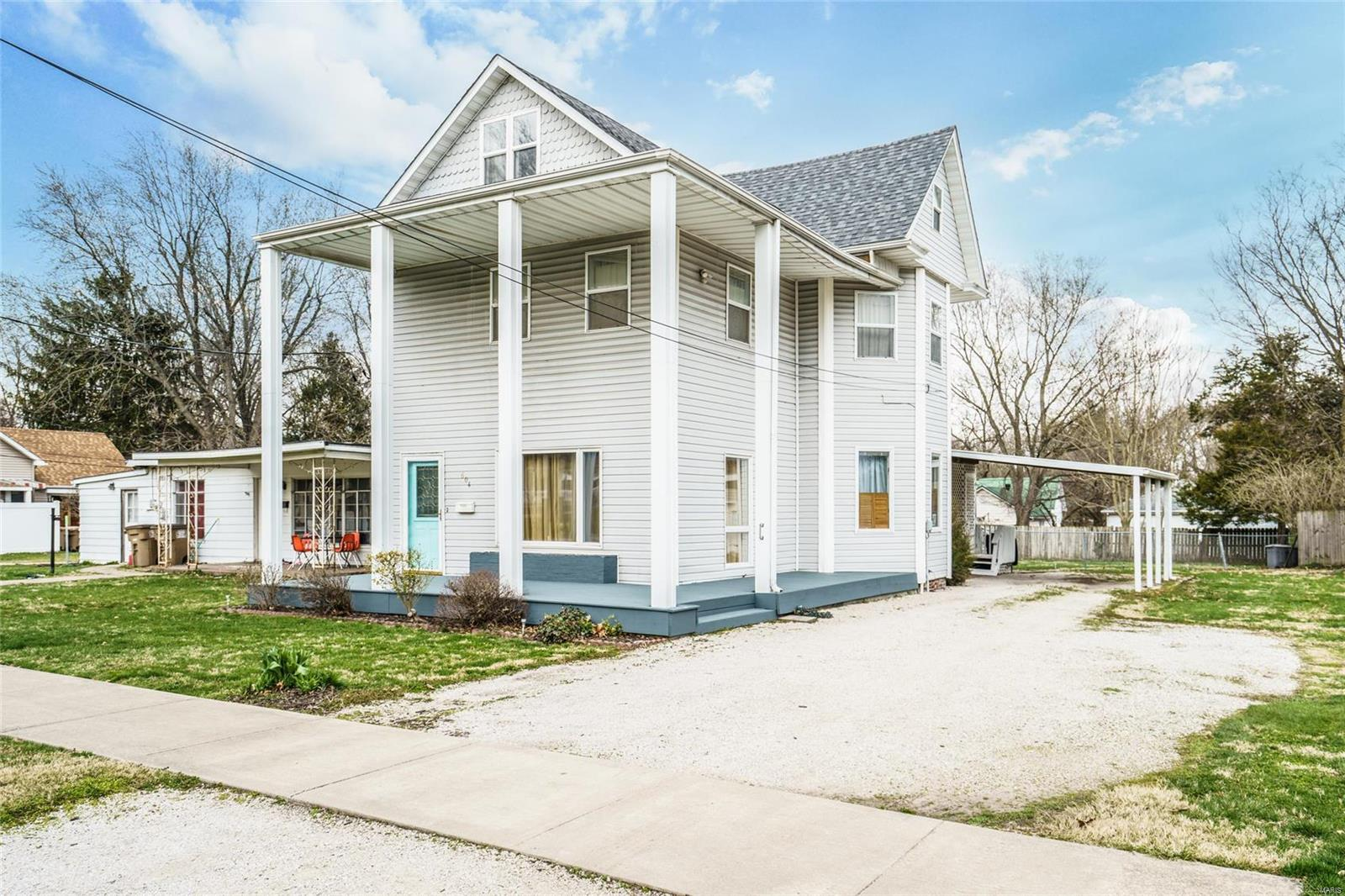 604 N Illinois Avenue Property Photo - Litchfield, IL real estate listing